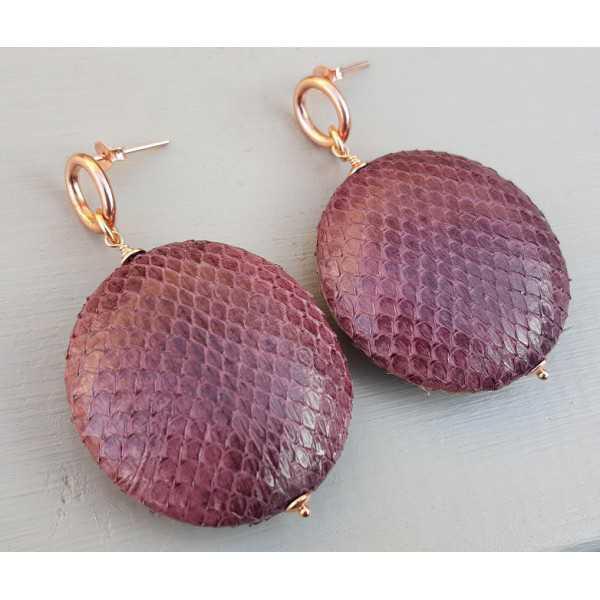 Oorbellen met ronde hanger van aubergine paarse Slangenhuid