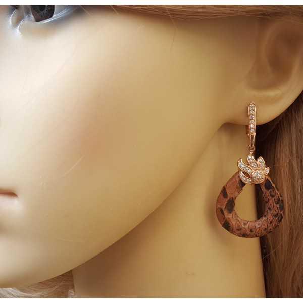 Rosé vergulde oorbellen van Slangenhuid en gezet met Zirkonia
