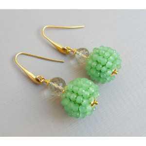 Vergoldete Ohrringe grün Amethyst und der Sphäre der grüne Kristall