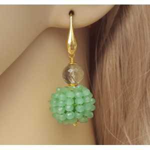 Vergulde oorbellen groene Amethist en bol van groene kristallen