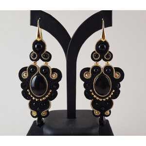 Goud vergulde oorbellen met grote zwart met goud handgemaakte hanger