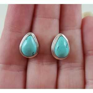 Zilveren oorknoppen gezet met druppelvormige Turkoois