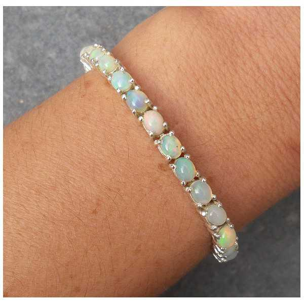Zilveren armband met ovale Ethiopische Opalen