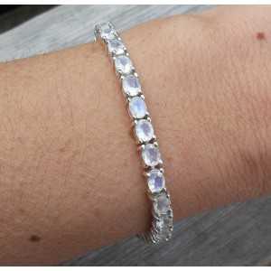 Zilveren armband gezet met ovale facet geslepen Maanstenen