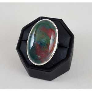 Zilveren ring gezet met ovale Bloedsteen 16.5 mm