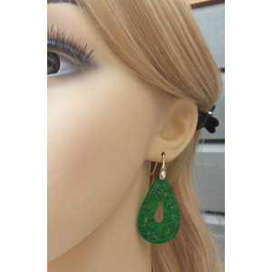 Oorbellen gezet met uitgesneden groene Jade