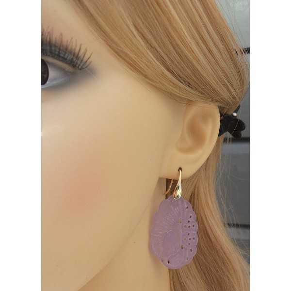 Oorbellen gezet met uitgesneden lavender Jade