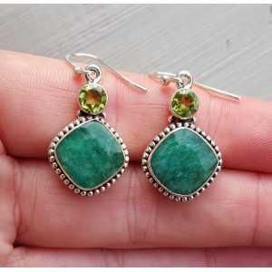 Zilveren oorbellen gezet met Emerald en Peridot