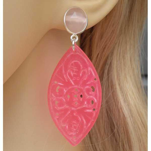 Zilveren oorbellen met roze Chalcedoon en uitgesneden roze Jade
