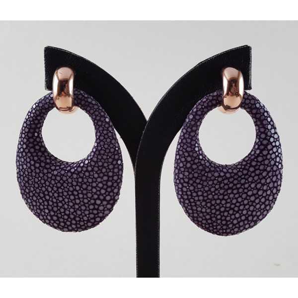 Rosé vergulde creolen met ovale hanger van paars Roggenleer