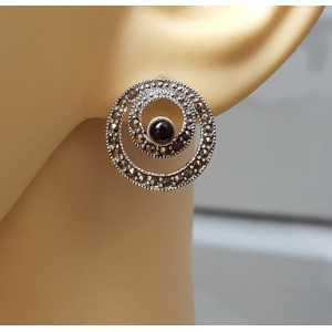 Zilveren oorknoppen gezet met ronde Onyx en Markasiet