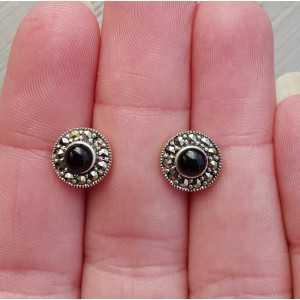 Zilveren oorkoppen gezet met Onyx en Markasiet