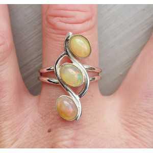 Zilveren ring gezet met drie Ethiopsiche Opalen 19 mm