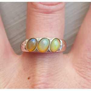 Zilveren ring gezet met drie Ethiopsiche Opalen 19.7 mm