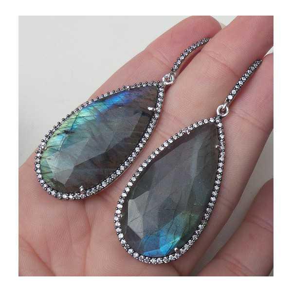 Zilveren oorbellen met druppelvorm facet Labradoriet en Zirkonia