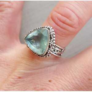 Zilveren ring driehoekige facet Aquamarijn bewerkte setting 16.5