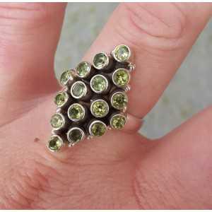 Zilveren ring gezet met Peridot maat 19 mm