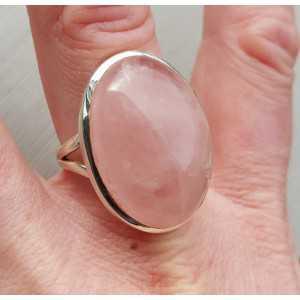 Zilveren ring gezet met brede ovale Rozenkwarts 20 mm