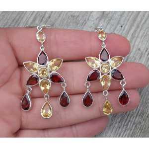Zilveren oorbellen bloemen gezet met Granaat en Citrien