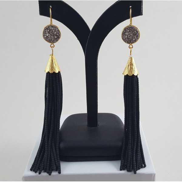 Vergulde tassel oorbellen van zwarte steentjes en druzy Titanium
