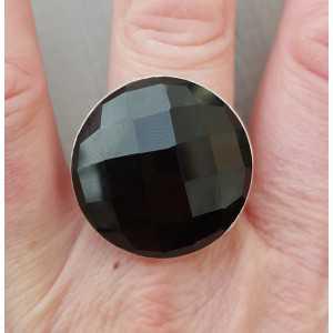 Zilveren ring gezet met ronde facet zwarte Onyx 18 mm