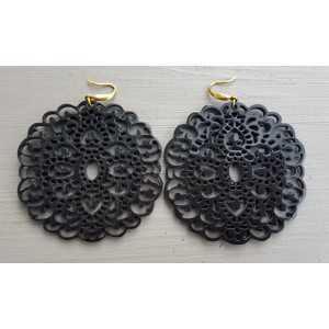 Ohrringe mit großen geschnitzten schwarzen Büffel horn