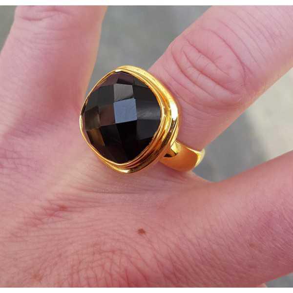 Vergoldeter ring mit einem quadratisch facettierten Onyx 17 mm
