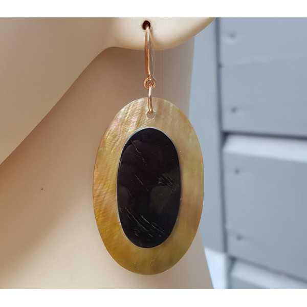 Oorbellen met ovale Blacklip schelp