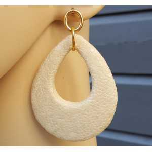 Earrings with a drop of ivory white Roggenleer