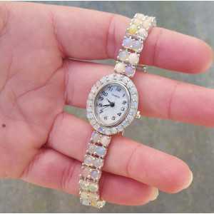 Zilveren horloge gezet met ronde cabochon Ethiopische Opalen
