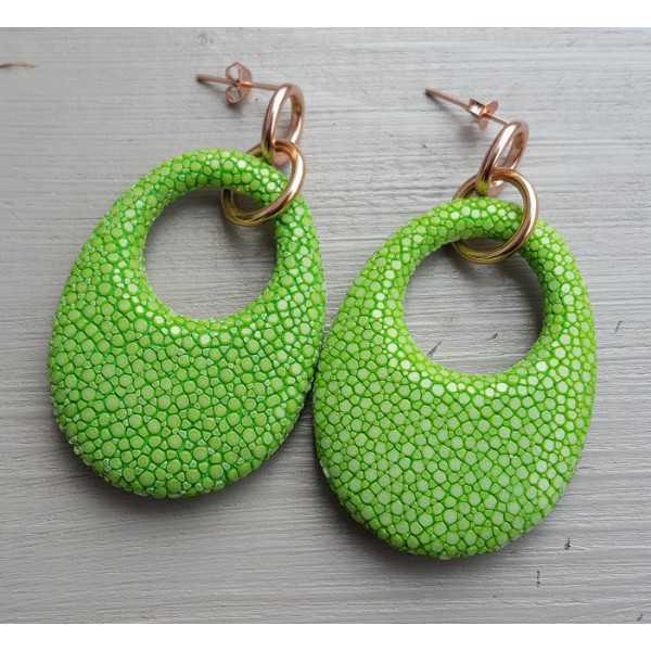 Oorbellen met ovale hanger van appeltjes groen Roggenleer