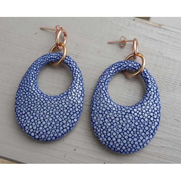 Oorbellen met ovale hanger van donker blauw Roggenleer