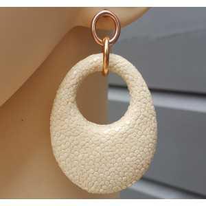 Oorbellen met ovale hanger van licht crème Roggenleer