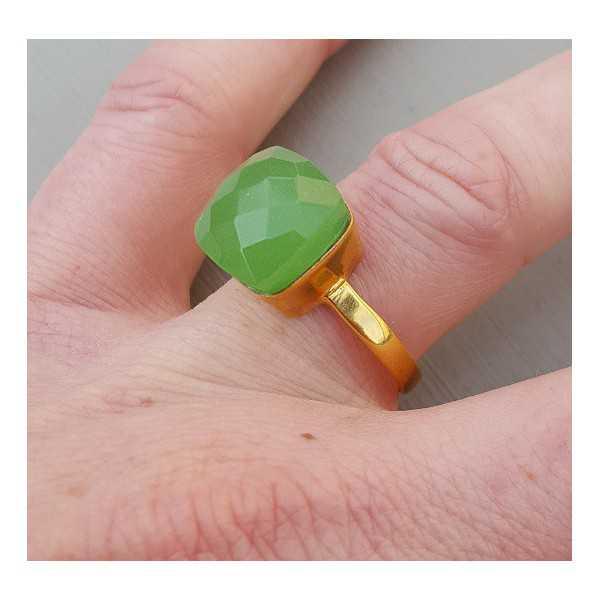 Vergoldet ring mit quadratischen apple grüne Varietät des Chalcedon 18 oder 20 mm