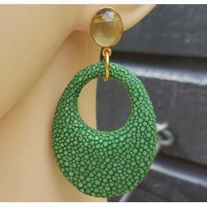 Oorbellen met groene Amethist en ovale hanger van groen Roggenleer