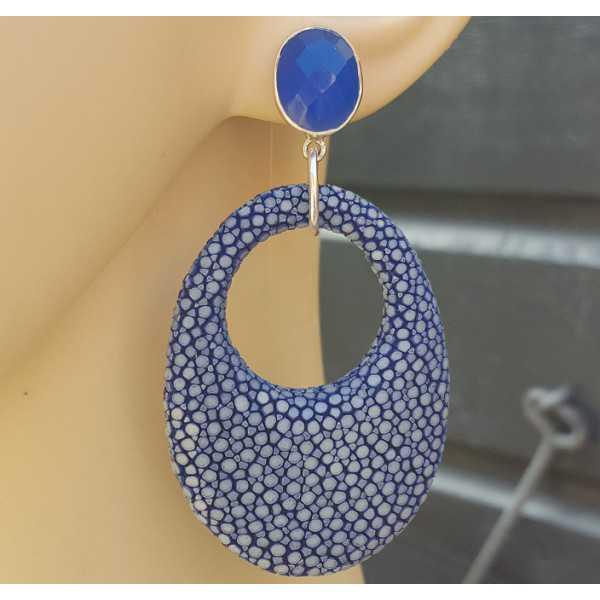 Oorbellen blauw Chalcedoon en ovale hanger van blauw Roggenleer