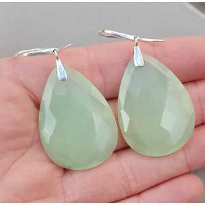 Zilveren oorbellen grote druppelvormige licht groene Chalcedoon