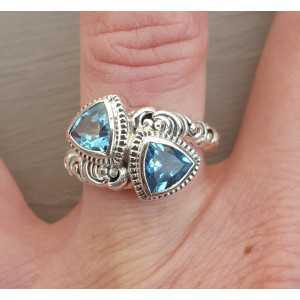 Zilveren ring gezet met twee blauwe Topazen 16.5 mm