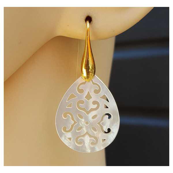 Ohrringe mit geschnitzten Mutter-of-Pearl