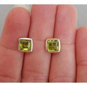 Zilveren oorknoppen gezet met vierkante Peridot