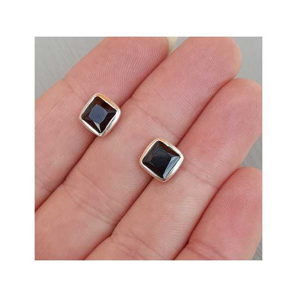 Silver oorknoppen set with square faceted Smokey Topaz