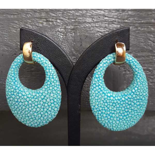 Vergoldete Kreolen mit einem ovalen Anhänger aus Türkis-blau Roggenleer