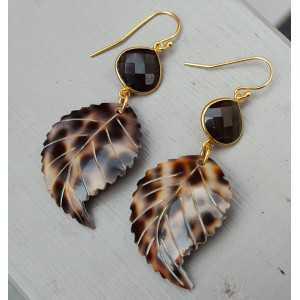 Vergoldete Ohrringe mit Smokey Topaz und Blatt und Schale
