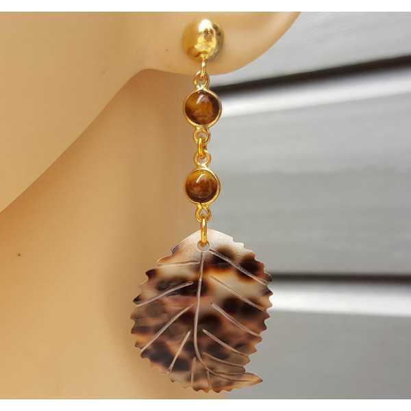Vergoldete Ohrringe mit Tigerauge und Blatt und Schale