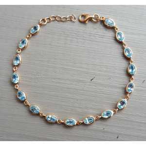 Rosé vergulde armband gezet met blauwe Topazen