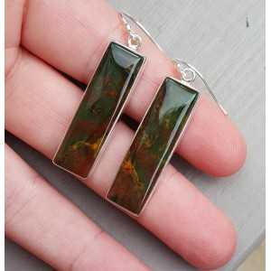Zilveren oorbellen gezet met rechthoekige Bloedsteen