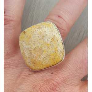 Zilveren ring gezet met vierkante Fossiel Koraal 17.3 mm