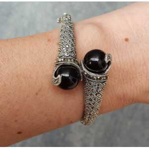 Silver bracelet set with black Onyxen and Markasiet