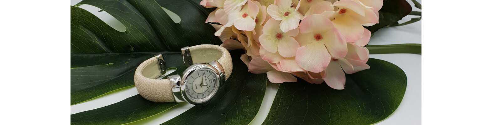 Silberne Uhren mit Roggenleder
