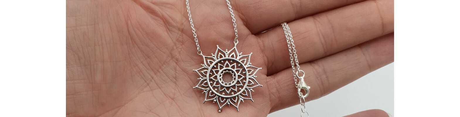 Silberne Halsketten